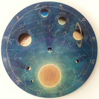 Солнечная система и зодиакальный круг. ⠀холст, акрил ⠀D 100см ⠀ ⠀И всё же, если присмотреться, линия эклиптики, по которой визуально перемещается Солнце, проходит через 13 созвездий. Обделённым вниманием почему-то осталось созвездие Змееносца, где Солнце бывает с 30 ноября по 13 декабря. ⠀Но вообще - всё это лишь условности, космос невероятен и самобытен. ⠀ ⠀Картина на холсте диаметром один метр, фактурный фон, мерцающие планеты, основные созвездия, соответствующие положению Земли относительно Солнца.  ⠀ ⠀..продаётся ⠀ ⠀#ЧибисковПавел #художник #Картины #Живопись #Искусство #картинаназаказ #арт #холстакрил #паркгорького #pavelchibiskov #art #paintings #вернисажмосква #вернисаж #музеон #паркгорького #художникикрымскойнабережной #художникимосквы #художники #цдх #артмосква #космос #планеты #астрономия #астрофизика #солнечнаясистема #солнце #зодиак #зодиакальныйкруг