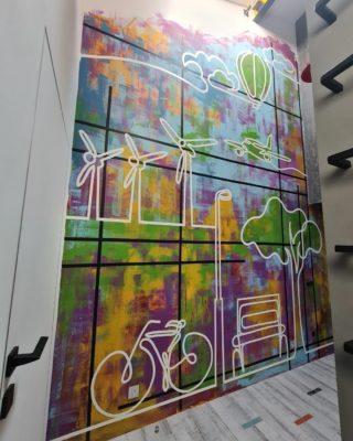 Настенный креатив ) ⠀ ⠀Реализовал на днях очень интересный проект. Яркое и смелое цветовое решение, более 4 метров высотой, частично переходящее в соседнюю комнату. ⠀ ⠀Полноцветная стена отлично гармонирует с интерьером, выдержанном в ч/б с цветными элементами. А строгие черные линии, сочетающиеся с металлическими ручками в интерьере, создают контраст с плавными рисунками изящной белой линией, находящимися на первом плане изображения. ⠀ ⠀Было очень интересно поработать над этим проектом. ⠀Спасибо @kseniya_sochi_fort  за помощь в придумывании концепции, дизайн, и @aalexei.v и @family.kitchener за чёткое формулирование пожеланий и доверие к художественному процессу. И конечно арт-галерее и всему коллективу @sochi.fort за постоянное вдохновение новыми идеями в процессе общения в творческой атмосфере. ⠀Фотографии не передают и половины ярких эмоций и заряда энергии , в отличие от самой стены, встречающей при входе своими масштабами. ⠀ ⠀#ЧибисковПавел #художник #Картины #Живопись #Искусство #картинаназаказ #арт #холстакрил #паркгорького #pavelchibiskov #art #paintings #росписьстен #wallart #художественнаяросписьстен